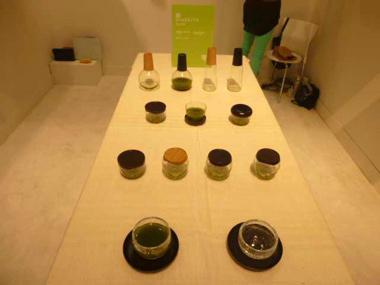 浄法寺が山口県の萩ガラスと共同開発した「うるしグラス」